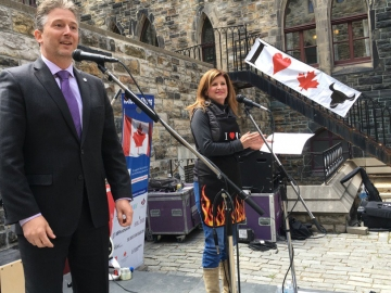 BBQ Fundraiser for Fort McMurray on Parliament Hill - Blaine Calkins, MP and host Rona Ambrose
