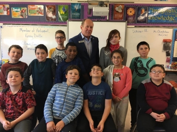 Talking about federal politics with students at Kensington School - Oct 12, 2017